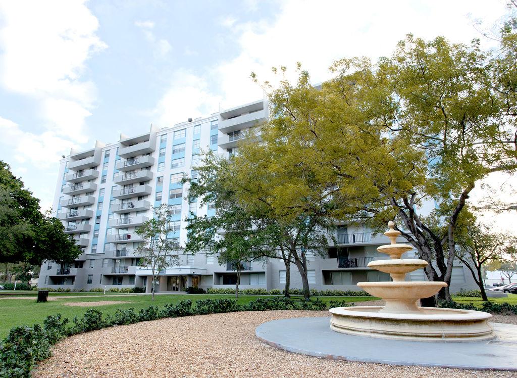 Aliro Apartments Exterior Fountain